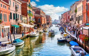 What to See and Do in Venice, Italy. Planning a spring trip to Europe? Your European experience isn't complete without getting lost in Venice, Italy.