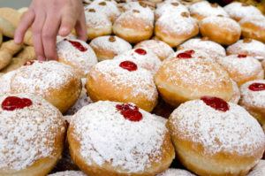 """Should You Eat That Donut on Chanukah? """"Yes"""" Says This Nutritionist"""